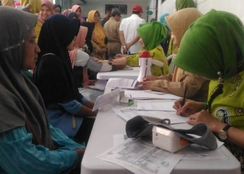 Mendaftar KB : Para ibu di Purwokerto mendaftar sebagai akseptor KB di RS Ananda Purwokerto. (20) (SM/Puji Purwanto)