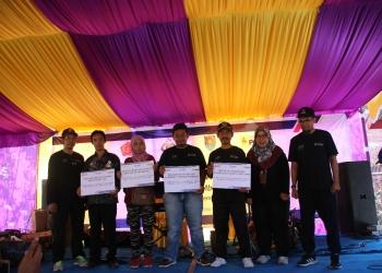 PEMBERDAYAAN WARGA : Warga Desa Bunton menerima dana CSR program pemberdayaan masyarakat dari PT Indonesia Power PLTU Jateng 2 Adipala OMU.