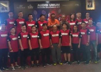 HENTIKAN AUDISI-Direktur Program Bakti Olahraga Djarum Foundation Yoppy Rosimin dan para legenda bulutangkis, saat jumpa pers jelang Audisi di Purwokerto, Sabtu (7/9). (37) (SM/Budi Hartono).