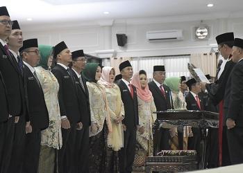 AMBIL SUMPAH: Anggota DPRD Banyumas periode 2019-2024 diambil sumpah pada rapat paripurna, tanggal 20 Agustus lalu. (SM/Dian Aprilia-37)