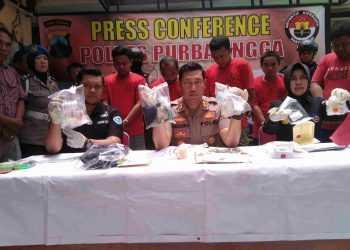 KASUS NARKOBA : Polres Purbalingga menggelar pers rilis ungkap kasus narkoba dengan lima tersangka di Mapolres, Kamis (26/9). (SM/Ryan Rachman)