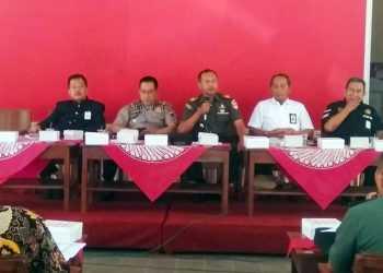 SOSIALISASI: BBWSSO menggelar sosialiasi penertiban bangunan di Pendapa Kecamatan Bukateja, Rabu (18/9). (SM/Ryan R-60)