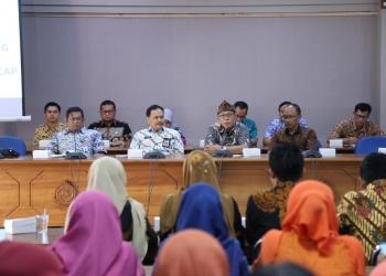 KUNJUNGAN KERJA: Wabup Cilacap, Syamsul Auliya menerima rombongan Kabupaten Subang, Rabu (11/9 (SM/dok)
