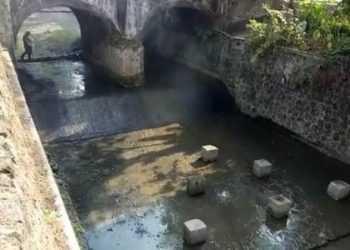 BERSIH: Kondisi Sungai Bangkong, di Desa Cibangkong, Kecamatan Pekuncen yang telah bersih usai dibersihkan Sabtu (21/9).(SM/Susanto)