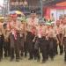 PERMAINAN BESAR: Wabup Syamsudin ikut berpartisipasi pada permainan besar setelah apel pembukaan Jambore Cabang SD/MI di Lapangan Desa Sumberejo, Kecamatan Batur. (60) (SM/Castro Suwito)