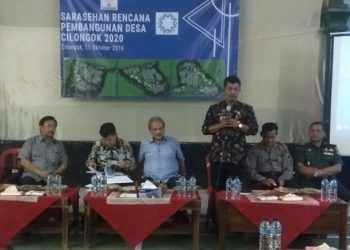 SAMPAIKAN SAMBUTAN: Camat Cilongok, Purjito sampaikan sambutan saat Sarahsehan Pembangunan Desa di Desa Cilongok, Kecamatan Cilongok pekan lalu.
