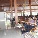 BEKALI KADES : Staf Kejaksaan Negeri Purwokerto memberikan pembekalan dalam pelatihan kepala desa tahap pertama, di Pendapa Si Panji Purwokerto, Rabu (9/10). (20) (SM/Agus Wahyudi)