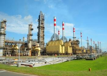 KILANG MINYAK: Suasana pabrik kilang minyak PT Pertamina di Cilacap, baru-baru ini. (SM/dok)