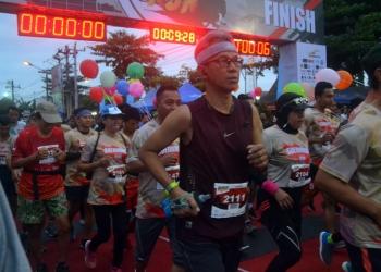 LOMBA LARI : Para peserta mengikuti lomba lari Soedirman Run yang digelar di Alun-alun Purbalingga, Minggu (6/10).(SM/Ryan Rachman-37)
