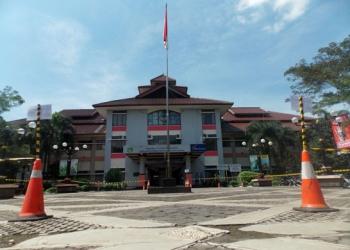 LENGANG: Halaman Terminal Bulupitu Purwokerto tampak lengang, beberapa waktu lalu.(SM/Gayhul Dhika W-20)