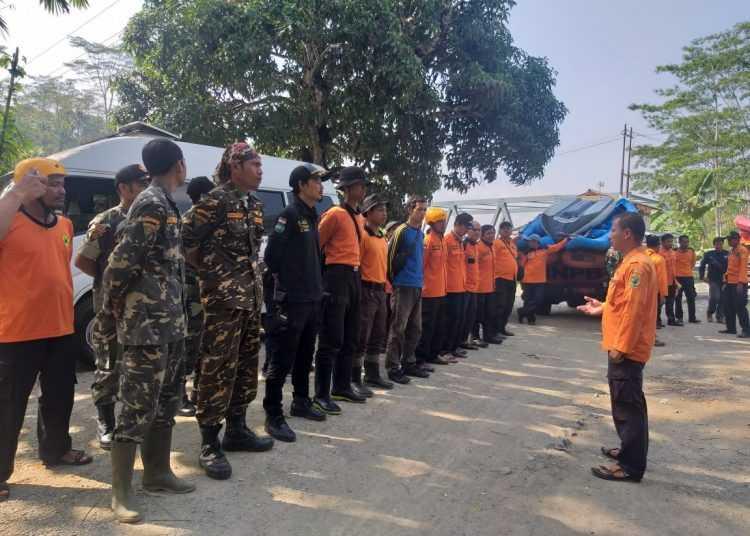 APEL PAGI: Tim gabungan mengikuti apel pagi sebelum operasi pencarian jasad Rohmat warga Gununggiana Kecamatan Madukara yang dilaporkan tenggelam di Sungai Mrawu sejak Senin (25/11).(SM/dok)