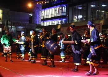 AGENDA WISATA: Peserta menampilkan atraksi menabuh alat musik kentongan pada Festival Kentongan, belum lama ini. Event tahunan ini menjadi salah satu agenda wisata untuk menarik pengunjung. (SM/Nugroho PS)
