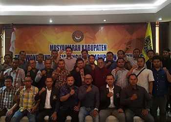 BERPOSE: Pengurus dan anggota Taekwondo Banyumas berpose usai Musyawarah Kabupaten Pengkab Banyumas, di Purwokerto, awal pekan lalu. (SM/Budi Hartono)