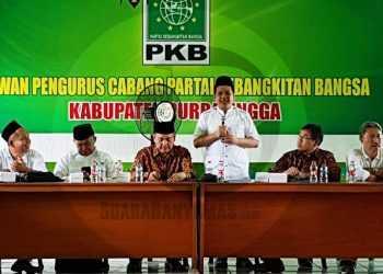 VISI MISI: Salah satu bakal cabup Purbalingga, dari Koalisi Pelangi, Muhammad Sulhan Fauzi memaparkan visi misinya di kantor DPC PKB Kabupaten Purbalingga, Minggu (19/1). (SM/Ryan Rachman -60)