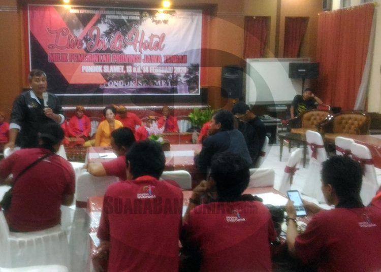 BERDIALOG: Sejumlah pelaku wisata dari berbagai elemen di Jawa Tengah berdialog pada gelaran live in di Hotel Pondok Slamet, Baturraden Kamis (13/2) malam.(SM/Nugroho Pandhu Sukmono -52)