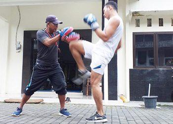 BERLATIH: Atlet Muaythai Banjarnegara berlatih keras menghadapi Poril Dulongmas IV 2020. (SM/dok).