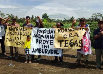 protes pembangunan jalan