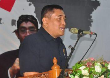 POKOK PIKIRAN: Ketua DPRD Cilacap, Taufik Nurhidayat sedang menyampaikan pokok-pokok pikiran DPRD Cilacap di depan Bupati Tatto Suwarto Pamuji dan para peserta Musrenbang RKPD Kabupaten Cilacap Tahun 2021.(-)