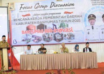 FGD Pra MUSREMBANG: Bupati Banyumas Achmad Husein membuka kegiatan FGD Pra Musrembang tahun 2021 yang mengundang semua SKPD, di Hotel Dominic Purwokerto, Senin (9/3).(SM/Agus Wahyudi)