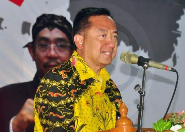 MENYAMPAIKAN SAMBUTAN: Bupati Cilacap, Tatto Suwarto Pamuji sedang menyampaikan sambutan pada acara Musrenbang RKPD Tahun 2021 di Gedung Patra Graha Jalan MT Haryono.(SM/Agus Sukaryanto-52)