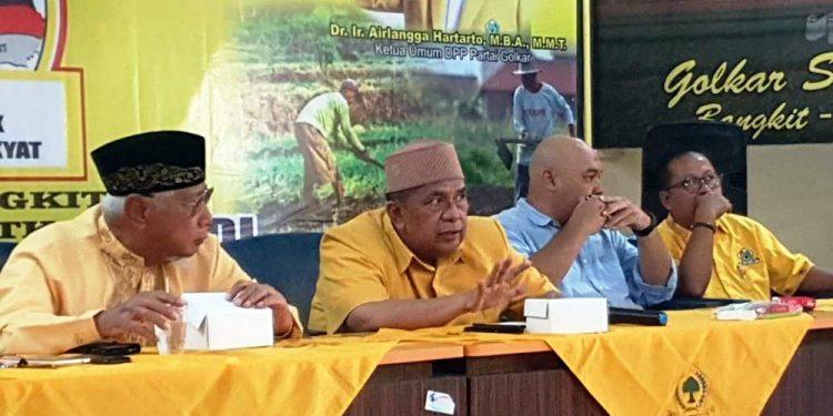 KONSOLIDASI INTERNAL : Pengurus DPD Partai Golkar Purbalingga melakukan konsolidasi internal paska turunnya rekomendasi Tiwi-Dono sebagai pasangan cabup-cawabup Pilkada Purbalingga dari DPP PDIP di sekretariat partai tersebut, Sabtu (29/2).(SM/dok)