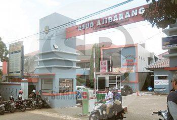 RSUDAJIBARANG SEPI :Aktivitas warga pengunjung di RSUD Ajibarang terpantau sepi sejak ada kebijakan larangan besuk dan pembatasan penunggu pasien sebagai penyikapan pandemi korona, kemarin (17/3).(20) (SM/Susanto)