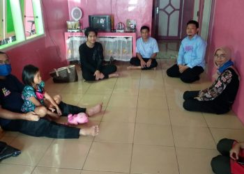 KUNJUNGI MAHASISWA ASING : Tim SWU mengunjungi mahasiswa asing asal Kamboja di dormitory. (SM/dok)