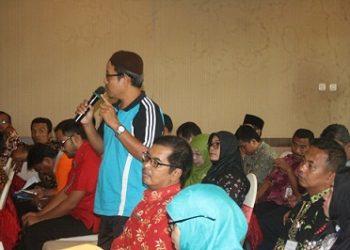 BIMTEK KURIKULUM:Sejumlah guru SMK di Kabupaten Banyumas mengikuti kegiatan Bimtek (Bimbingan Teknis) pengembangan kurikulum 2013 di salah satu rumah makan di Purwokerto.(SM/Budi Setyawan)