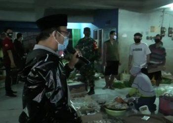 SIDAK PASAR : Bupati Banyumas, Achmad Husein sidak pasar tradisional untuk mengingatkan pedagang mematuhi protokol kesehatan. (SB/dok)