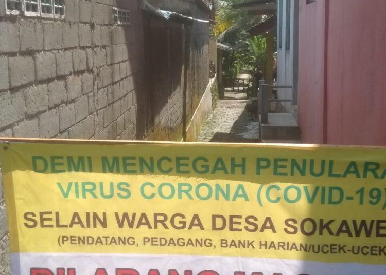DITUTUP: Lokasi gang masuk RT 2 RW 2 Desa Sokawera, Kecamatan Cilongok ditutup untuk keluar masuk warga setelah diberlakukannya Pembatasan Wilayah sangat ketat sejak Sabtu, 30 Mei 2020.(SM/Sus