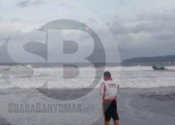 Ombak di salah satu pantai di Kabupaten Cilacap, Rabu (17/6) sore. (SB/Teguh Hidayat Akbar)
