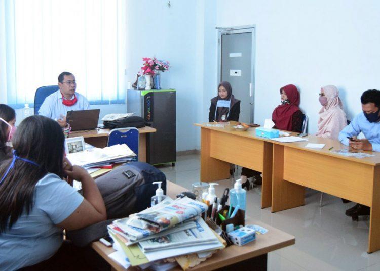 RAPAT KOORDINASI: Ketua SWU Muh Sofi'i bersama dosen dan staf melakukan rapat koordinasi terkait persiapan penerapan new normal di kampus tersebut.(SB/dok)