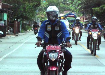 TIM BUSER MASKER: Tim buru sergap dari Dinas Perhubungan Pemkab Banyumas melakukan patroli untuk memburu warga masyarakat yang tidak memakai masker saat keluar dari rumah.(SB/dok Humas Pemkab Banyumas)