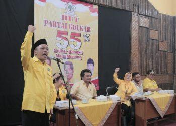 HUT GOLKAR: Ketua DPD II Partai Golkar Kabupaten Banyumas, Supangkat memberikan orasi politik saat kegiatan peringatan HUT partai tersebut, baru-baru ini.