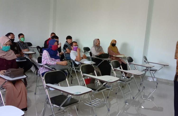 ADAKAN PERTEMUAN:Sejumlah mahasiswa dan dosen STMIK Widya Utama, Sabtu (27/6) lalu, mengadakan pertemuan terkait persiapan penerimaan mahasiswa baru.(SM/dok)