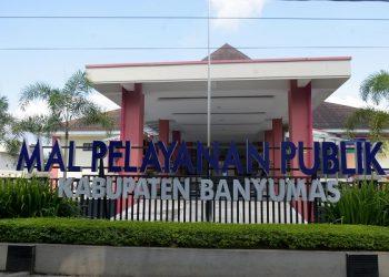 TAMPAK LENGANG: Suasana Mal Pelayanan Publik (MPP) Purwokerto, Rabu (22/7) tampak lengang setelah ditemukan 6 orang pegawai terkonfirmasi positif Covid-19 di kantor tersebut. (SB/Dian Aprilianingrum)