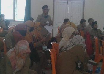RAPAT KOORDINASI:Sejumlah guru madrasah mengikuti acara rapat koordinasi di aula Kantor Kemenag Kabupaten Banyumas, baru-baru ini.(SB/Budi Setyawan)