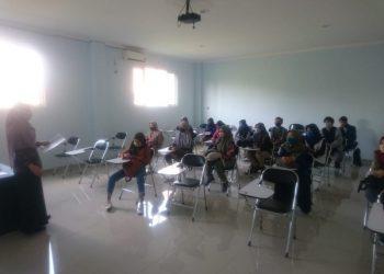 PERCEPATAN PELAPORAN:Mahasiswa penerima program Bidikmisi di STMIK Widya Utama (SWU) dikumpulkan untuk melakukan percepatan pelaporan program Bidikmisi.(SB/dok)