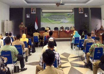 SAMBUTAN: Sekda Pemkab Banjarnegara Indarto memberikan sambutan pada pertemuan Optimalisasi peran Forum Kesehatan Desa dalam percepatan penanganan Covid-19 di Banjarnegara.(SB/dok)