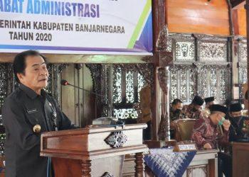 SAMBUTAN: Bupati Banjarnegara Budhi Sarwono memberikan sambutan pada upacara  pengambilan sumpah dan pelantikan pejabat pimpinan tinggi pratama dan pejabat  administrasi di lingkungan Pemkab Banjarnegara. (SB/dok)