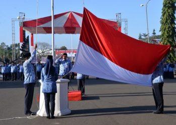 UPACARA: Sekda Cilacap Farid Ma'ruf, memimpin Upacara bendera Peringatan HUT ke 73 Kemerdekaan RI, di lingkungan Setda Cilacap, tahun 2018 lalu. (SB/dok HUmas Cilacap)