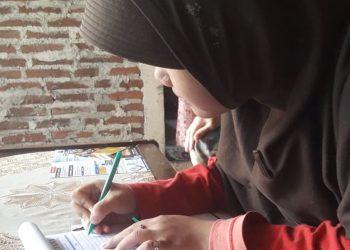 DAPAT SOSIALISASI:Salah satu calon mahasiswa mendapatkan sosialisasi tentang penerimaan mahasiswa baru di STMIK Widya Utama (SWU).(SM/dok)