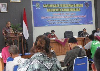 SAMBUTAN: Sekda Pemkab Banjarnegara Indarto memberikan sambutan pembukaan pada Sosialisasi Perda Penyelenggaraan Perparkiran Kabupaten Banjarnegara. (SB/Castro Suwito)