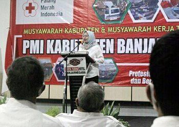 PIDATO: dr Amelia Desiana memberikan pidato usai terpilih secara aklamasi menjadi Ketua PMI Kabupaten Banjarnegara dalam Musyawarah Kabupaten PMI Banjarnegara 2020. (SB/dok)