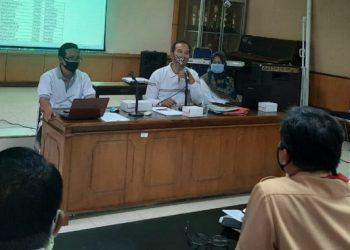 RAPAT KOORDINASI: Suasana rapat koordinasi rencana pembelajaran tatap muka di Dinas P dan K Cilacap, Jumat (18/9).