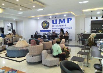 PELAYANAN PENDAFTARAN: Pihak Universitas Muhammadiyah Purwokerto (UMP) menyiapkan gedung khusus untuk pelayanan pendaftaran calon mahasiswa baru maupun kepentingan registrasi, di komplek gedung rektorat.