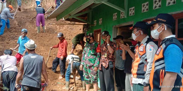 Longsor Hantam Satu Rumah di Wanareja