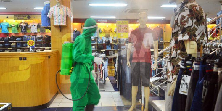 karyawan toko reaktif