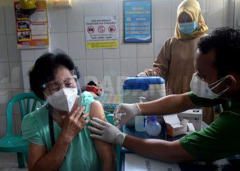 vaksinasi untuk lansia